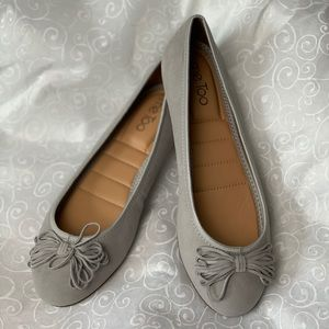 Me too cassi14 stone grey flats size 7.5 NWT
